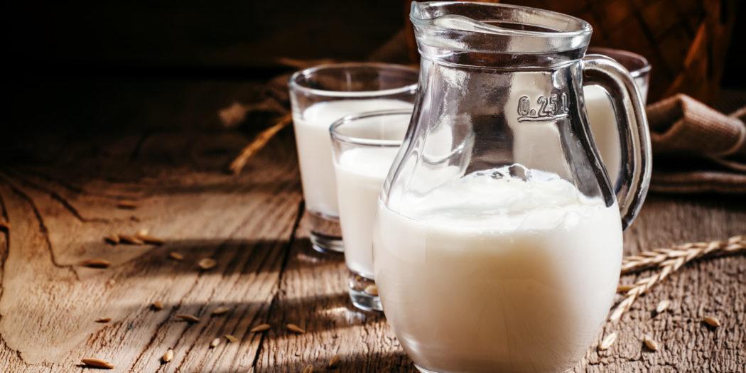 Świeże mleko od krowy