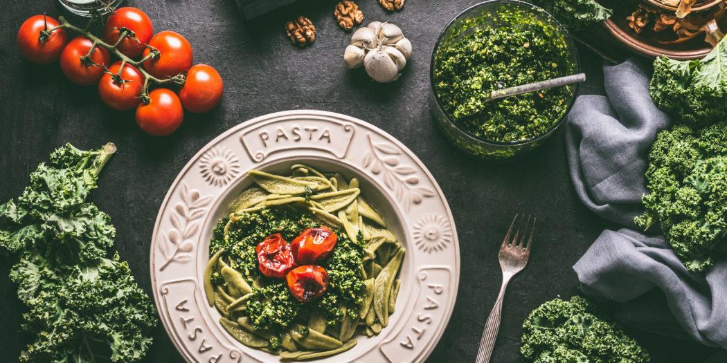 Makaron z pesto i suszonymi pomidorami