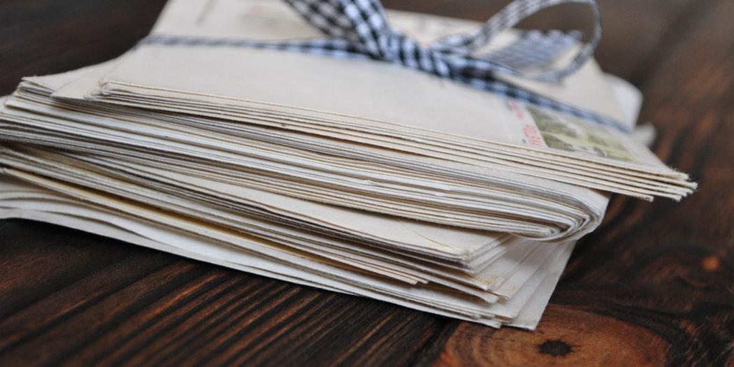 Listy przewiązane wstążką