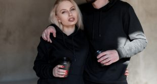 Kobieta i mężczyzna w czarnych bluzach