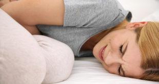 Kobieta z bólem wątroby