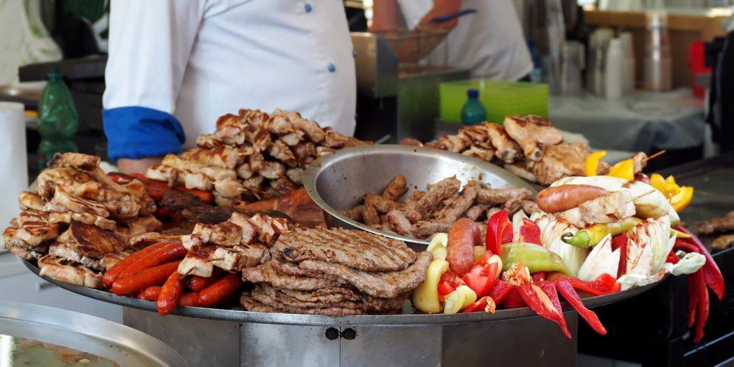 mięso z grilla kuchnia bałkańska