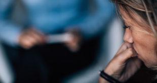 zbliżenie na kobietę u psychoterapeuty