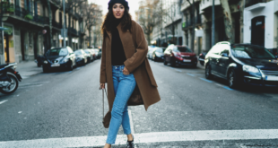 kobieta na ulicy w płaszczu oversize