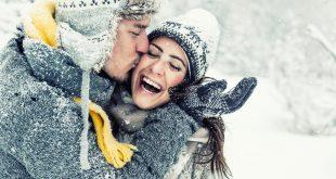 zakochana para zimą